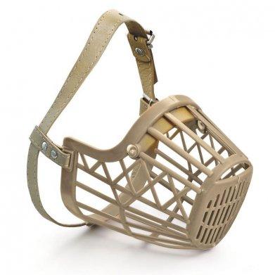 Фото Намордник Triol пластиковый с кожаным ремешком